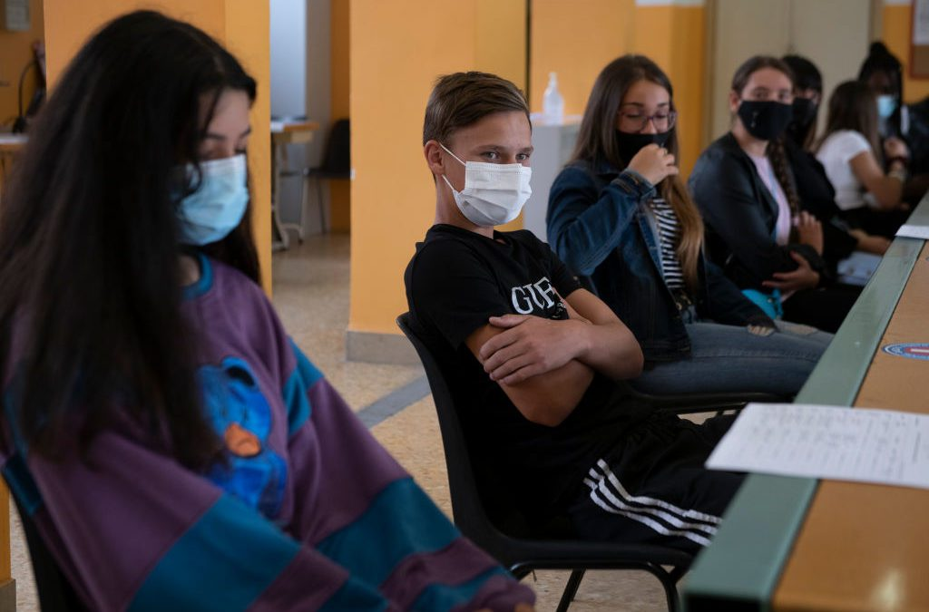 Colorado Middle School Allegedly Taping Masks to Student Faces – Vision Times